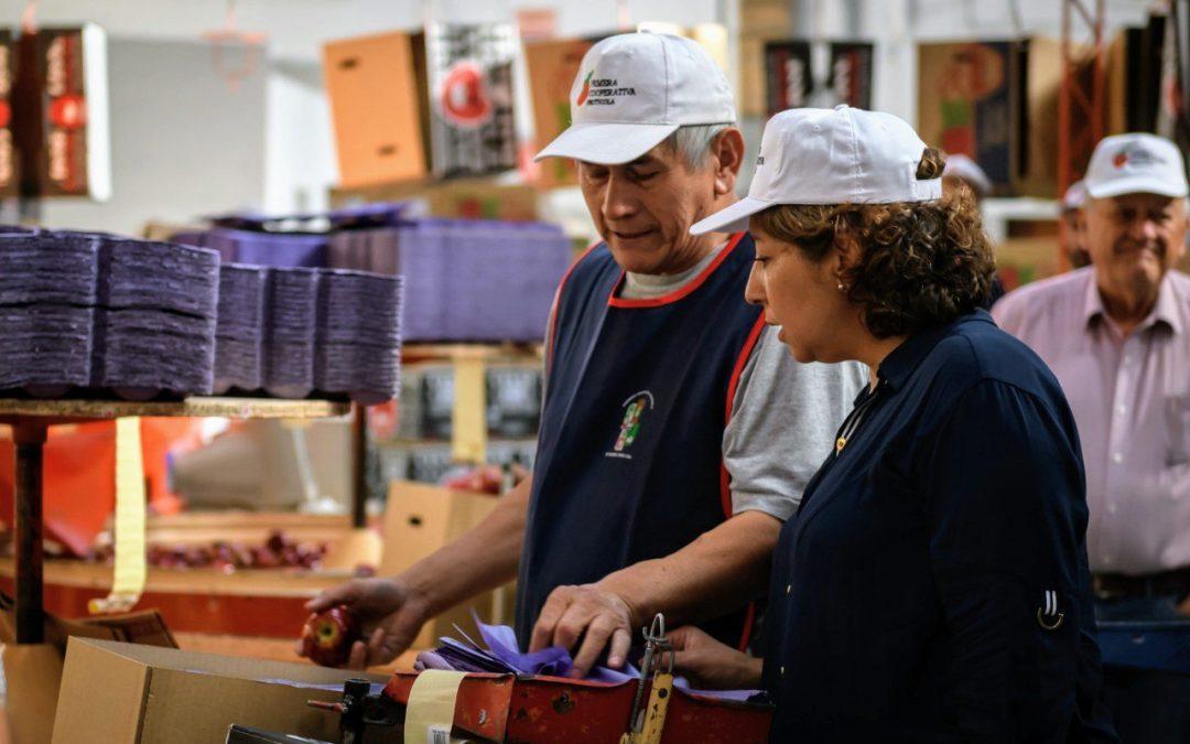 La gobernadora electa de Río Negro visitó la Primera Cooperativa Frutícola de Gral. Roca Ltda