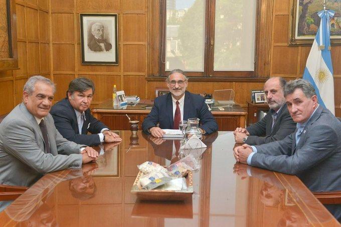 La Comisión de Enlace se reunió con el Ministro BasterraComunicado oficial